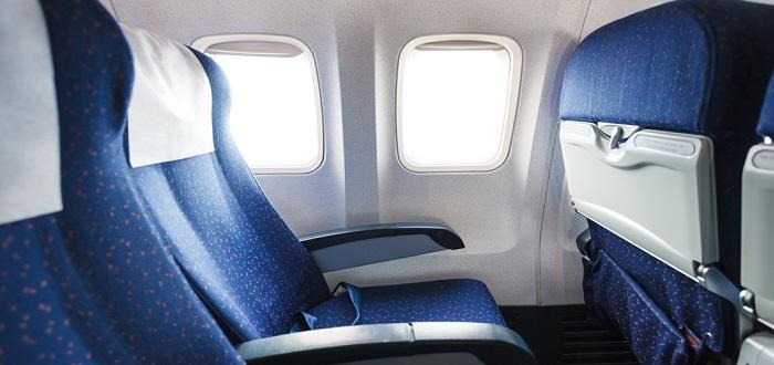 飛行機に乗ってマイルを貯める方法