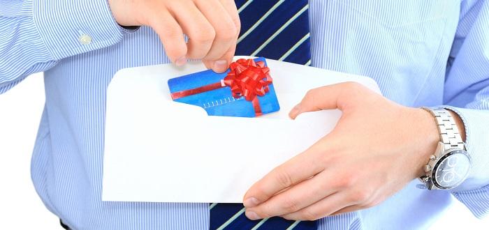 審査に通りやすいクレジットカードは?