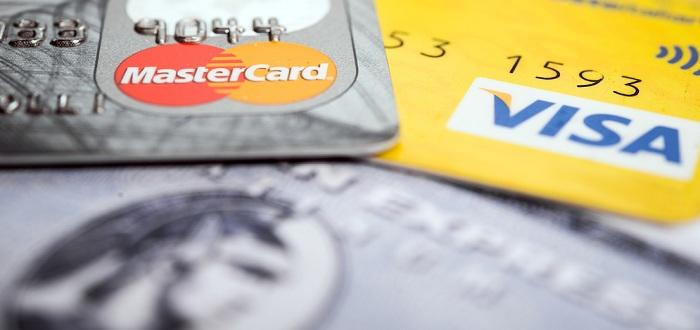 お店でどの国際ブランドのクレジットカードが利用できるかを確認できる方法