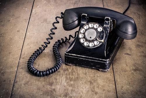 Q.固定電話が無いのですが、携帯電話番号だけでクレジットカード審査は通る?