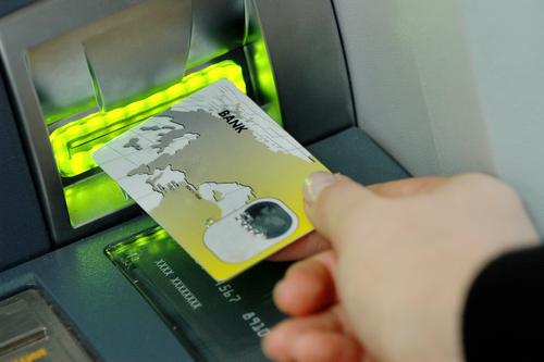 Q.キャッシュカードとクレジットカードの違いはなんですか?