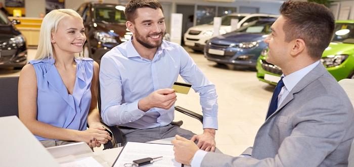 カードで車を購入する際の注意点とは