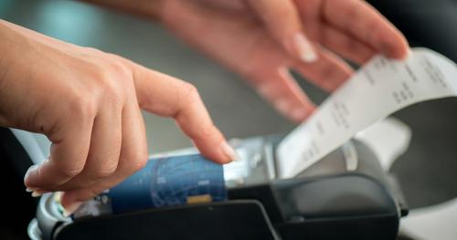 アメックスを利用すると署名が求められますが、暗証番号による認証は無いのですか?