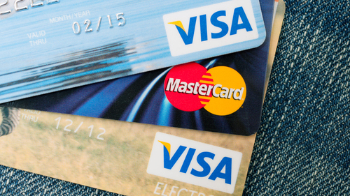 クレジットカードは何枚持っていればいいですか?たくさん持ちすぎると何かデメリットはありますか?