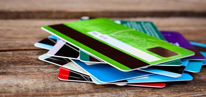 ショッピングの際に複数のクレジットカード払いでも可能?