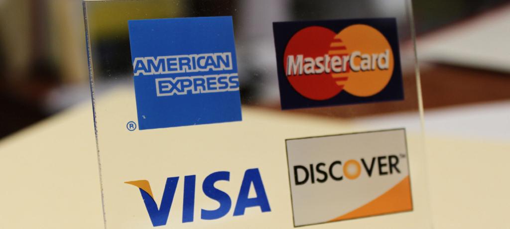 年会費が有料のクレジットカードは無料カードとなにが違うのか?
