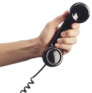楽天カードの申込みでは、基本的に在籍確認の電話はかかってきませんが、申込みフォームに入力ミスがあると 在籍確認の電話がかかってくる可能性が高くなります。