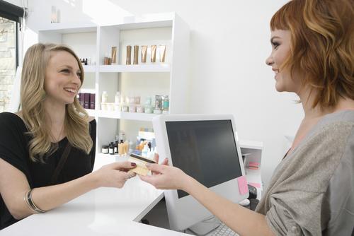 Q.少額決済でクレジットカードを使うのは面倒です。やはり一定以上の金額の時だけクレジットカードを使うべきでしょうか?