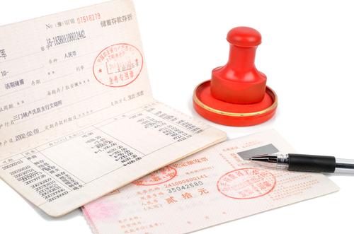 クレジットカードの支払い口座は自分以外の口座でも設定出来ますか?